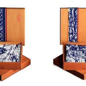 全國客家紀念方巾(左)